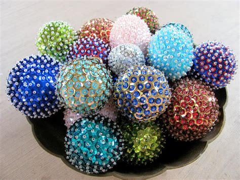 Handmade Balls - 12 simple ornaments crafts