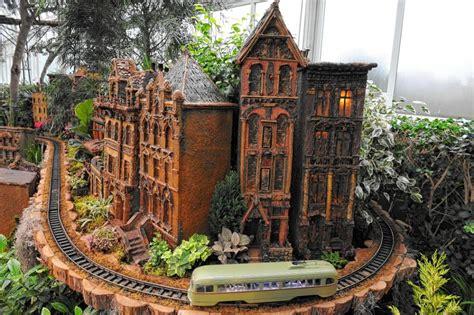 Holiday Train Show At Botanical Garden Ny Daily News Trains Botanical Gardens