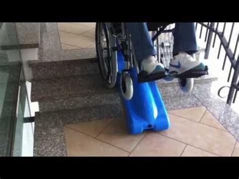 sedia per salire le scale montascale mobile a cingoli per salire le scale