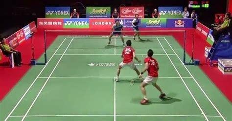 Alat Olahraga Badminton cara melakukan teknik dasar servis panjang forehand pada permainan bulu tangkis edukasicenter