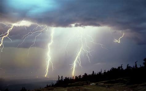 can lightning strike you in the bathtub lighting stikes mouthtoears com