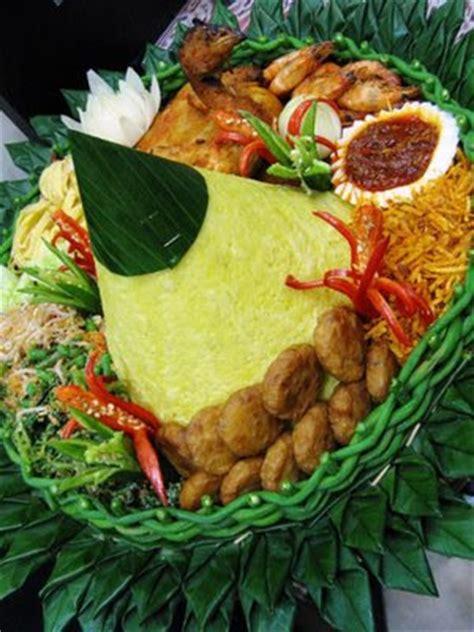 cara membuat nasi uduk beserta lauk pauknya arfura kingdom tumpeng dan doa