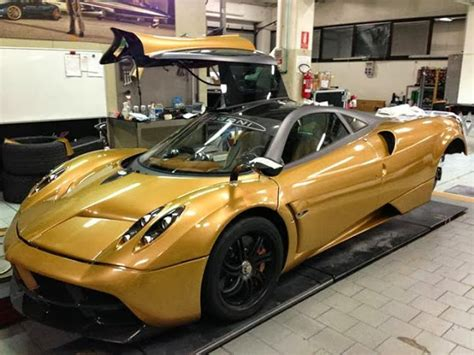 pagani huayra gold prototype 0 pagani huayra gold edition revealed
