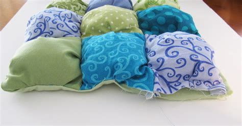 How To Puff Up Pillows by Pillow Tutorial Honeybear