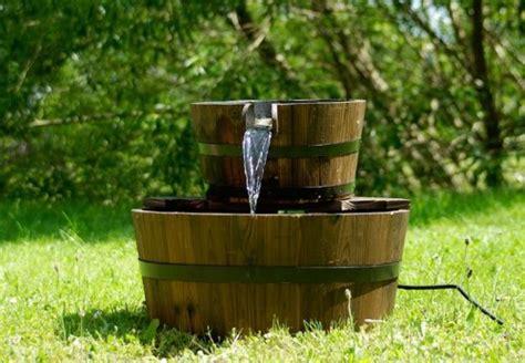 Wasserpumpe Für Gartenbrunnen by Gartenbrunnen Springbrunnen Holzbrunnen Holz Garten
