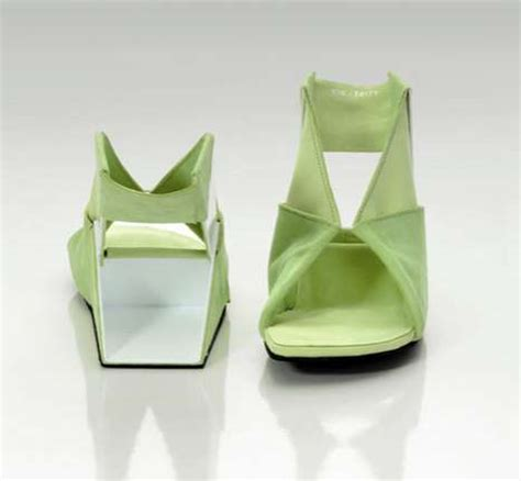 Origami Shoes - folding flat pack footwear ein tritt origami shoes