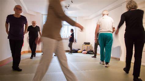 Was Hilft Gegen Flöhe by Parkinson Was Gegen Bewegungsblockaden Hilft