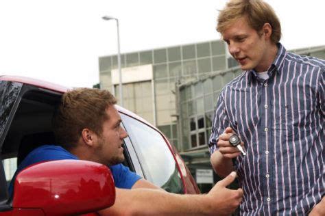 Versicherung F R Geliehenes Auto by Recht Geliehenes Auto Wer Zahlt Beim Unfall Autobild De