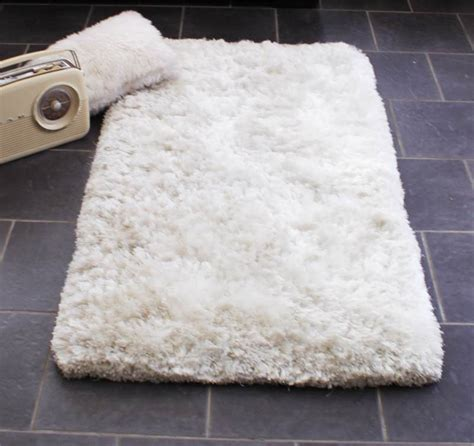 white soft rug shaggy rug thick and soft white luxury pile one of