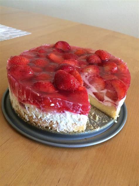 quark erdbeer kuchen erdbeerkuchen mit quark und sahne rezept mit bild
