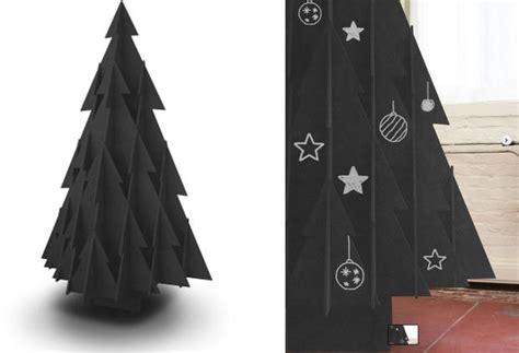 weihnachtsbaum aus karton woman at