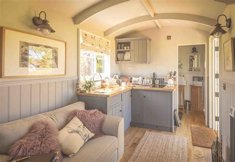 The Poachers Hut   Shepherd Huts for Sale and Hire