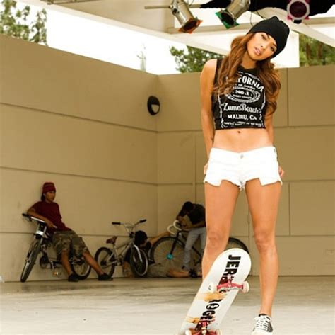 hot skater girl top 10 hot skategirls on instagram place skateboard culture