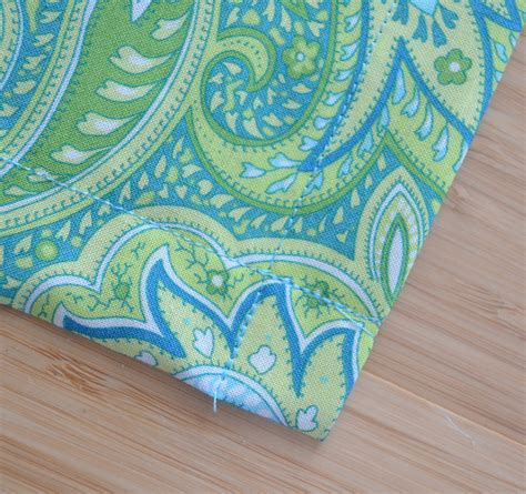 how many yards of fabric for table runner how to a fabric table runner easy sewing tutorial