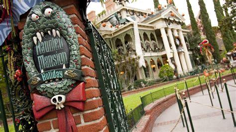 the sights of haunted mansion holiday at disneyland the from screen to park haunted mansion holiday at disneyland