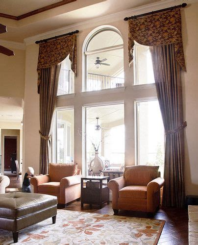 traditional living  window treatments design