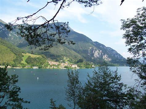 file lago di ledro clear water jpg file mezzolago pieve di ledro jpg wikimedia commons