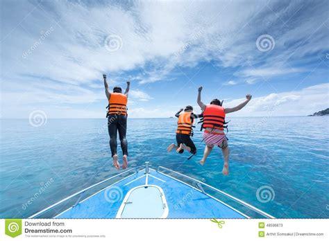 boat graphics ta three people jump from speed boat at ta chi similan