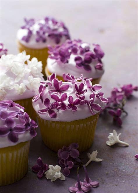 fiori e dolci decorare torte e biscotti con fiori veri decorazioni dolci