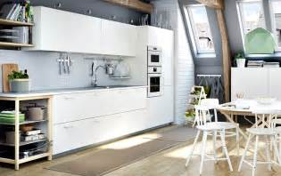 White kitchen with light grey worktops combined with stainless