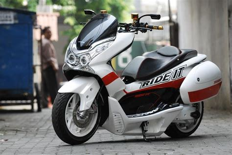 honda pcx scooter ride review specs mpg