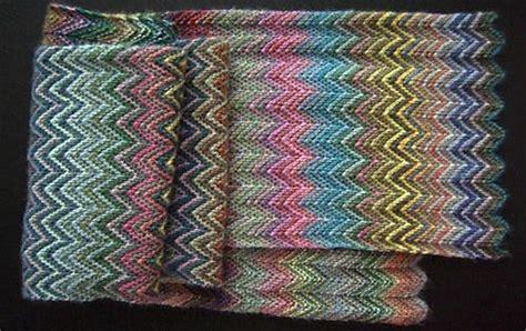 zickzack scarf pattern colorful knitted zickzack scarf free knitting pattern