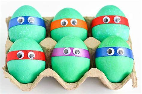 decorare bambini lavoretti pasqua ecco come decorare le uova insieme ai