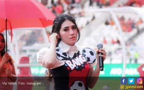 via vallen and i hope you pemain persija ini cinta sama lagu via vallen atau