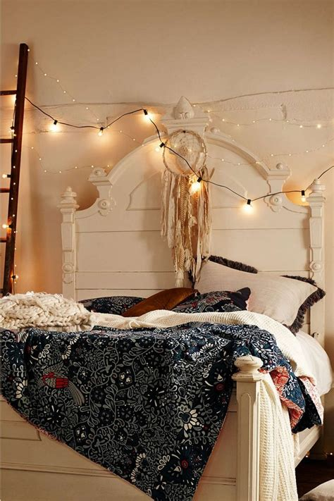 30 Ways To Create A Romantic Ambiance With String Lights String Light Decoration Ideas