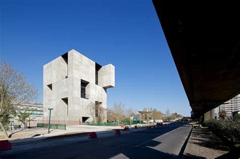 elemental architecture gallery of innovation center uc anacleto angelini alejandro aravena elemental 4
