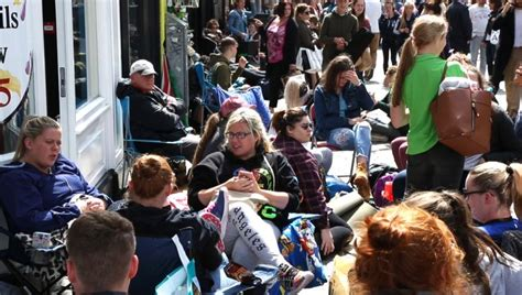 ed sheeran queue ed sheeran fans in galway begin queuing for tickets 36