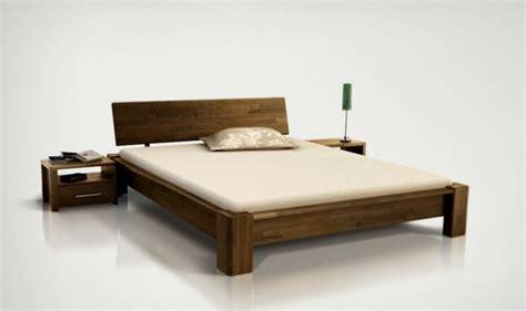 lit en bois massif lit bois massif design pour chambre a coucher adulte