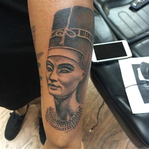 black queen tattoos black and gray nefertiti by capone tattoonow