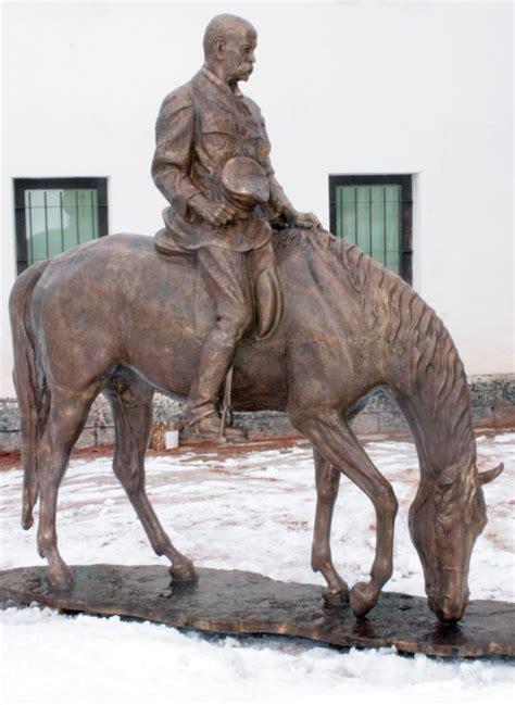 sedi manpower t g masaryk m 225 novou sochu bronzov 253 sed 237 na koni