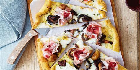 fare la pizza in casa pizza fatta in casa con salumi funghi e formaggio negroni