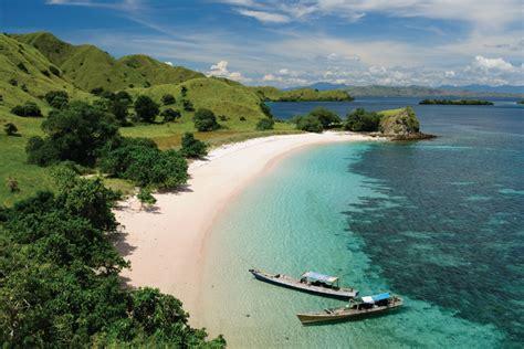 trip flores indonesia expat