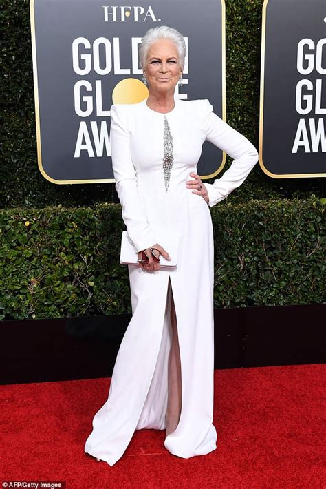 killing eve actress jodie comer accent golden globes red carpet jamie lee curtis looks divine in