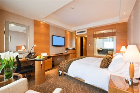best time to book hotel rooms 16 hotel booking secrets you need to to get the best deals