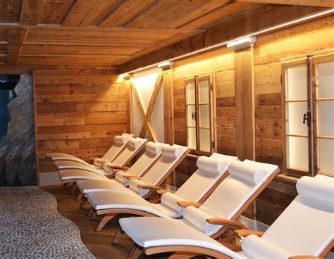 centro benessere con vasca idromassaggio in centro benessere trentino hotel con piscina