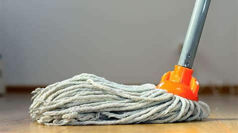 How often you should mop your floors ? and the right way