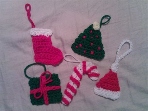crochet christmas present ornament pattern 187 crafterchick