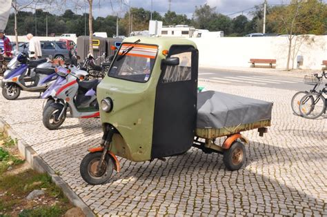 Dreir Driges Auto by Dreir 228 Driges 252 Berdachtes Moped Mit Ladefl 228 Che Portugal