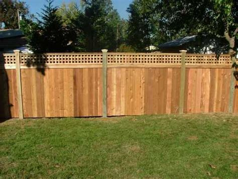 Lattice Fences This Backyard Privacy Fence Has Sho Wood Fence Backyard