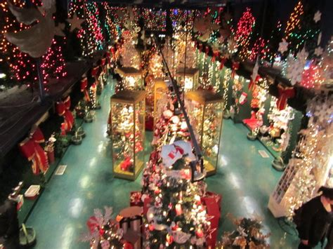 quebec christmas shop photo