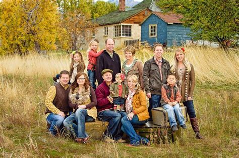 family portrait ideas with teenagers family picture outfit ideas family kids photo session