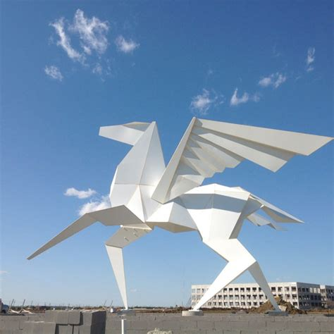 Origami Sculpture - 15 origami installations that will amaze you hongkiat