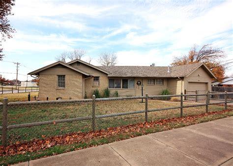 Garage Sales Tulsa Ok by 3751 East 4th Place Tulsa Ok 74112 3 Bed 2 Bath 2 Car