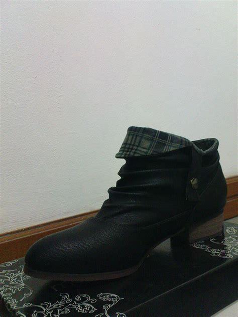 Sepatu Sendal Charles Keith sepatu doodles