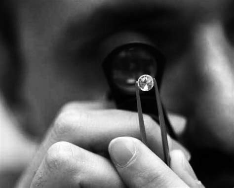 what is a jeweler s loupe