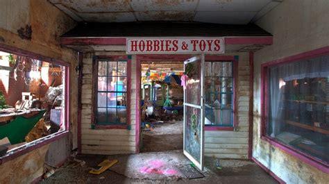 Mainan 3bahasa By Wahana Toys 7 bangunan bekas pabrik mainan ini sangat menyeramkan